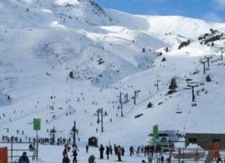 Avalancha cubre pista de esquí en Suiza; 12 personas enterradas