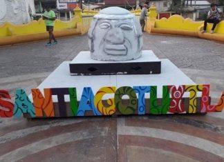 Réplica de cabeza olmeca en Veracruz desata burlas