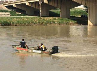 Rescatan del río Bravo a grupo de migrantes