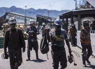 """Nadie quiere dejar morir el carbón mexicano, """"el negocio sucio"""""""