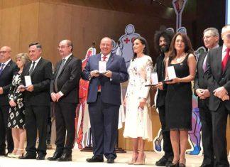 Cruz Roja Española entrega la medalla de oro a Cruz Roja Mexicana