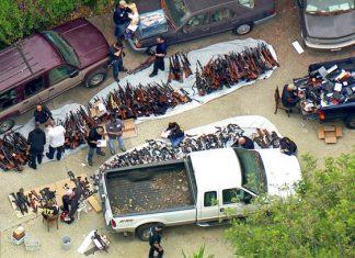 Encuentran miles de armas en un lujosa mansión de Los Ángeles