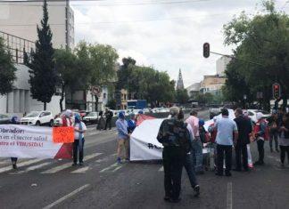 Manifestantes denuncian desabasto de medicamentos para VIH en CDMX