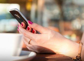 Por qué tener miedo a salir sin celular no es un trastorno mental
