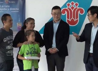 Aerolínea china paga el viaje a niña mexicana a torneo de aritmética