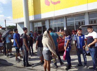 Jóvenes de Matamoros en espera de cobrar la Beca Benito Juárez