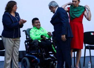 Confirma AMLO premios económicos para atletas parapanamericanos