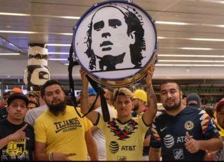 Locura en el aeropuerto de Houston para recibir a Ochoa
