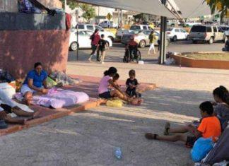 Los inmigrantes siguen en espera
