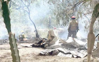 Mujer se intoxica tras rescatar a su vecino de un incendio