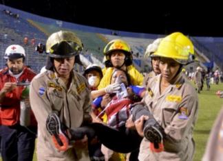 Tres muertos y una docena heridos en un estadio de fútbol en Honduras