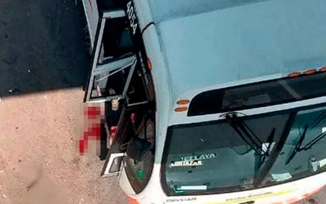 Un estudiante murió de dos balazos al verse atrapado en un tiroteo cuando abordaba un autobús, para asistir a clases en una universidad de León.
