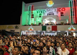Miles de reynosenses dan el Grito de Independencia con Maki Ortiz