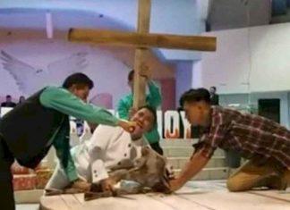 Pastor degolló a una chiva en nombre de Dios