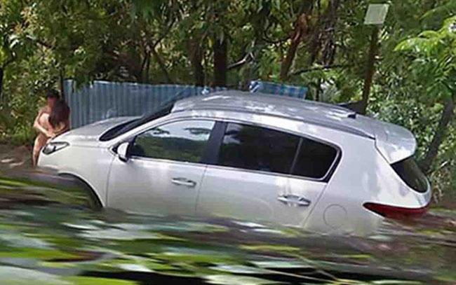 Google Maps capta a pareja 'teniendo sexo sobre auto'
