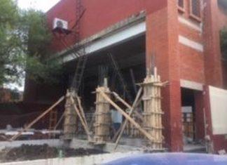 Denuncian padres de Club de Leones riesgo por construcción