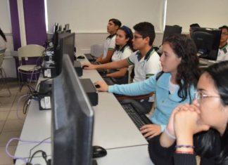 Buscan trabajo en otros estados egresados de UPV