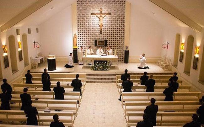 Retiran estado clerical a sacerdote por abuso