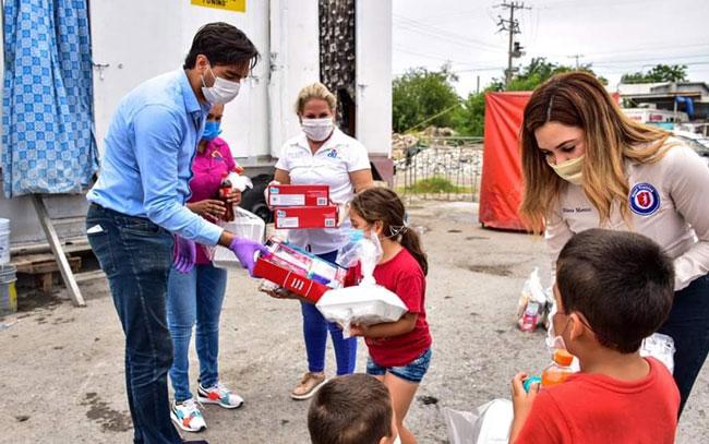 Voluntariado DIF Reynosa entrega apoyos a familias circenses varados en Reynosa