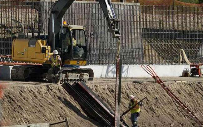 Corte de EU avala uso de fondos militares para muro