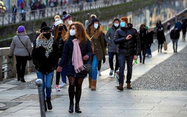 Casos globales de COVID-19 superan los 90 millones
