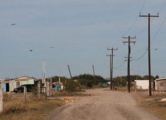 Gobierno lleva red de energía eléctrica a zonas de alta marginación