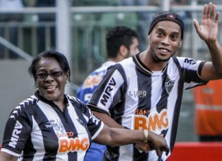 Ronaldinho agradece muestras de apoyo tras muerte de su madre