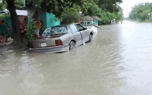 Inundada colonia Cardenas en Mante