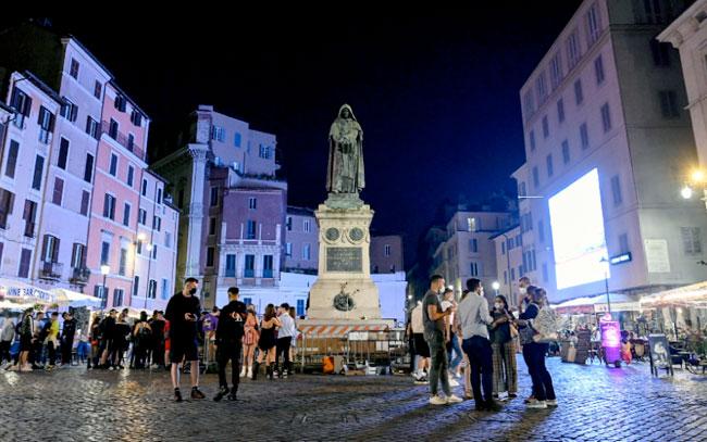 Italia elimina obligación de llevar mascarilla en espacios abiertos