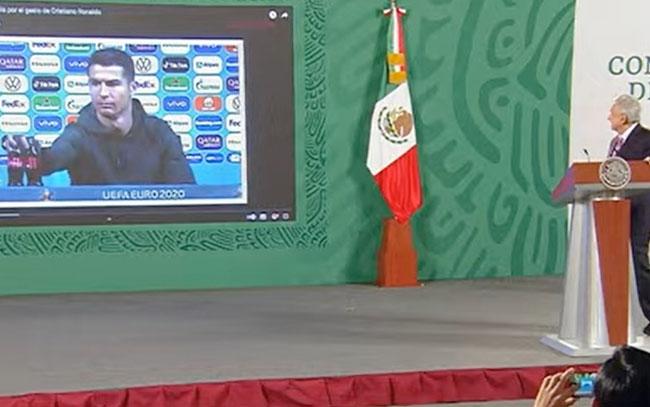 AMLO celebra que Cristiano Ronaldo recomiende tomar agua y no Coca-Cola