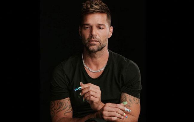 Denuncia Ricky Martin que le cierran las puertas por ser gay