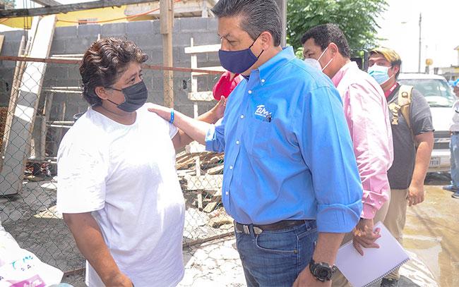 Gobernador lleva apoyos a matamorenses afectados por lluvias