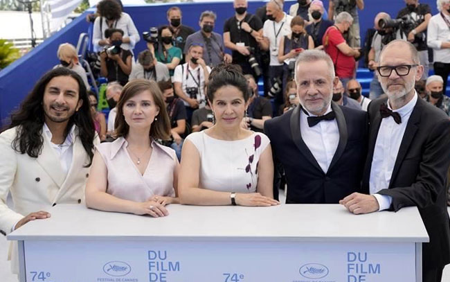 Ovacionan en Cannes a la mexicana Arcelia Ramírez