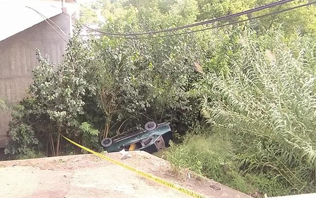 Muere tras caer en su auto del puente Purificación