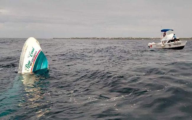 Mueren turistas al hundirse embarcación en Isla Mujeres