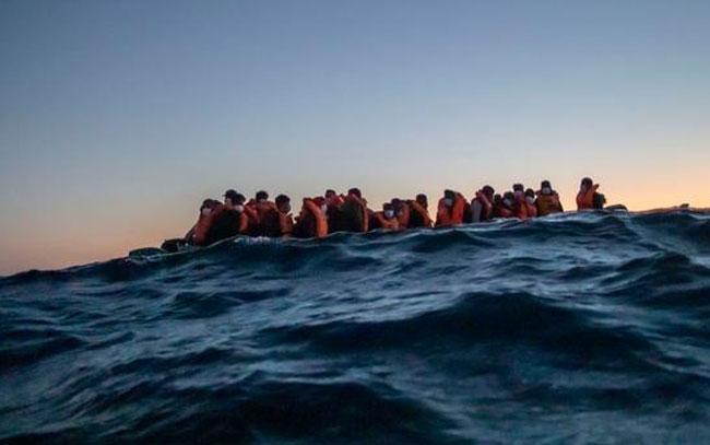 Naufraga barca en costa de Túnez, van 43 muertos
