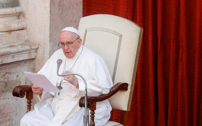 Papa Francisco evoluciona favorablemente tras cirugía de colon