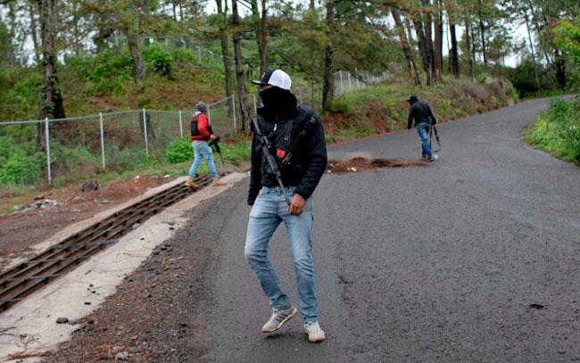 Tensión en Michoacán por civiles armados en zona aguacatera