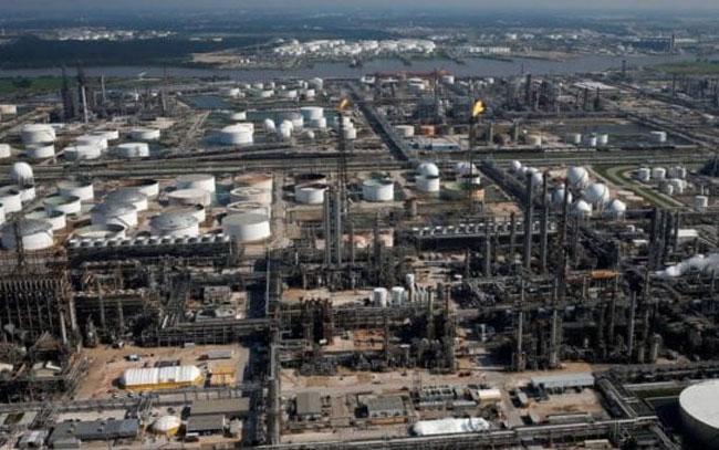Terrorismo financiero impide a Pemex compra total de refinería Deer Park