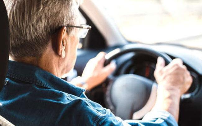 Tu manera de conducir puede revelar signos temprano de alzhéimer