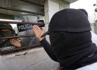 Huyen habitantes de Coalcomán, Michoacán por enfrentamientos