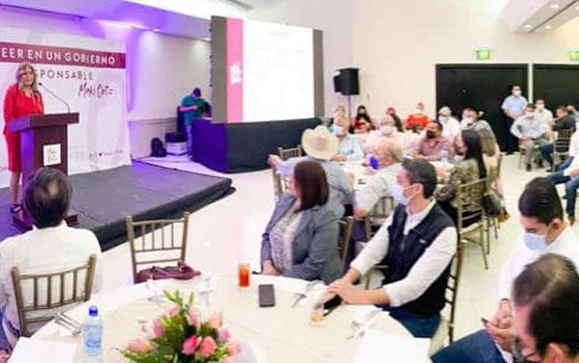 Empresarios y asociaciones reconocen logros de Maki Ortiz