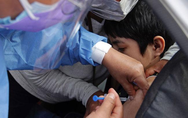 Vacunan contra Covid a 18 menores en Puebla