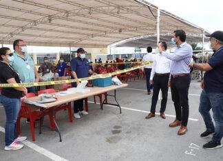 Visita Alcalde Carlos Peña Ortiz módulo de vacunación en Corning